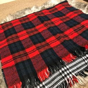 Reversible soft blanket scarf